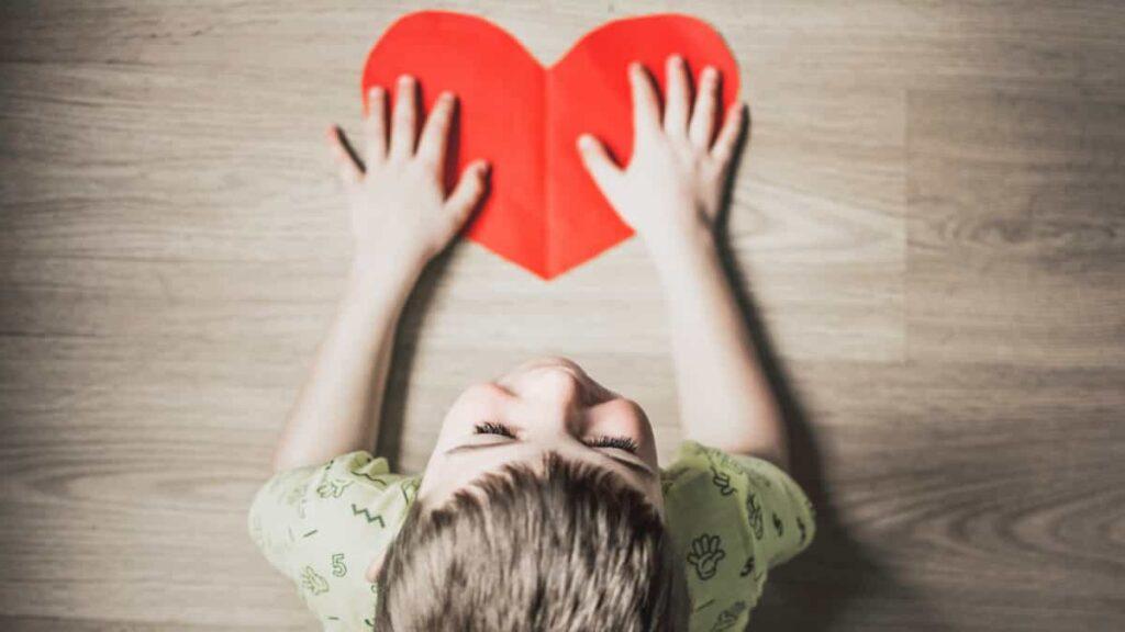 hijos adoptados, consejos para crear un vinculo con tus hijos adoptados , establecer el vínculo maternal con los hijos adoptivos, como crear el vinculo con un niño adoptado, como ayudarle a superar el abandono